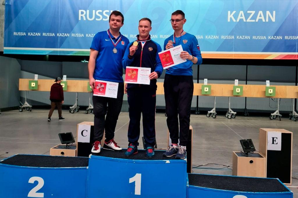 Артём Черноусов завоевал ещё одну золотую медаль на всероссийских соревнованиях по стрельбе из пневматического пистолета
