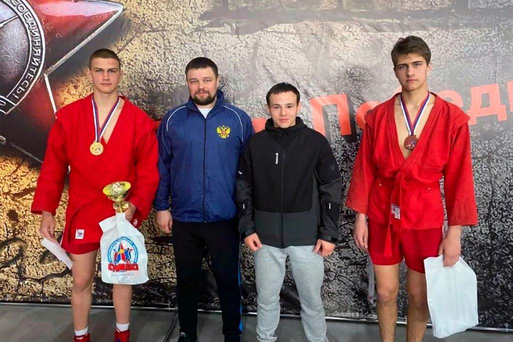 На кубке мэра Новосибирска самбисты из Иркутской области завоевали золотую и бронзовые медали
