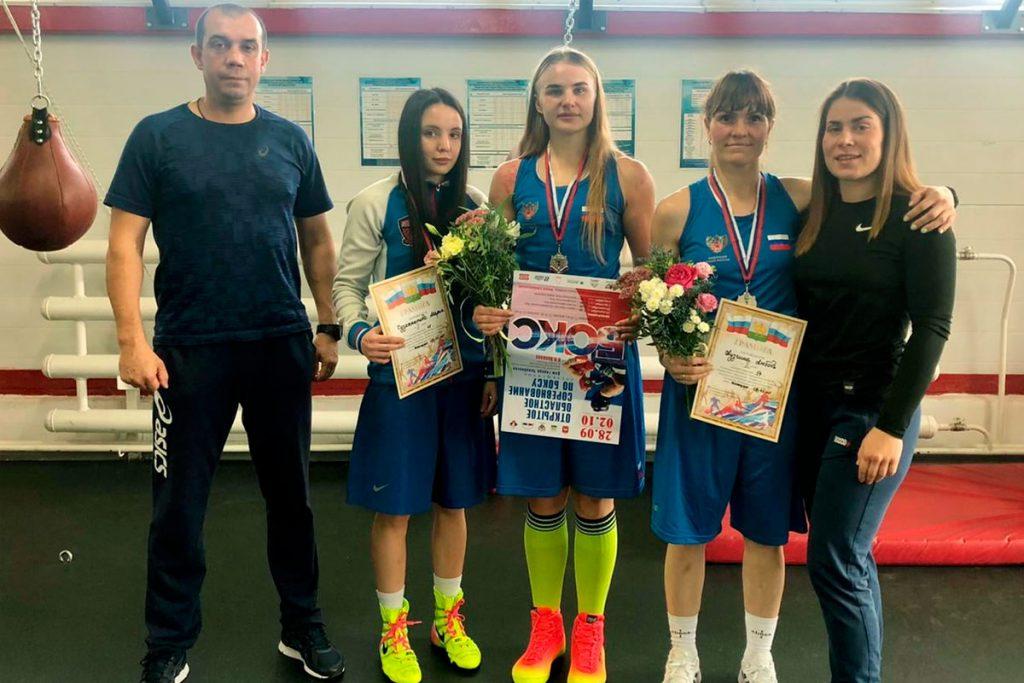 Три серебряных медали выиграли спортсменки Иркутской области на открытых соревнованиях по боксу