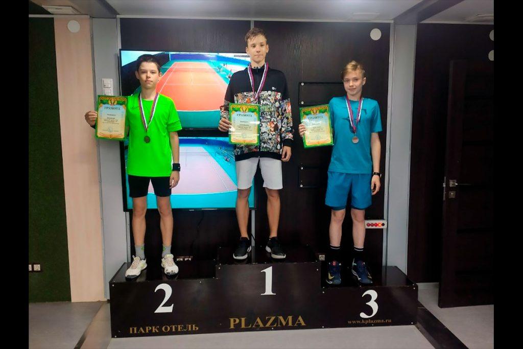 Дмитрий Левит стал двукратным серебряным призёром первенства города Донской по теннису