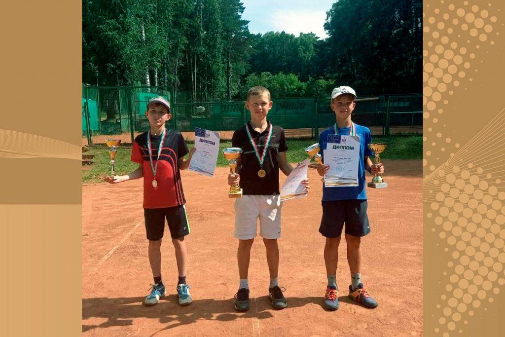 Юный теннисист Егор Семёнов выиграл «серебро» на первенстве Новосибирской области