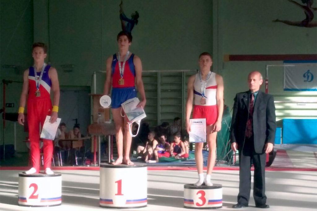Игорь Токмаков завоевал бронзовую медаль на всероссийских соревнованиях по спортивной гимнастике в Красноярске