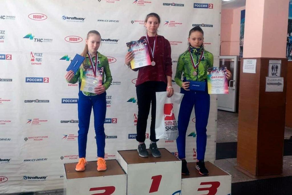 Конькобежцы Приангарья выиграли девять медалей на третьем этапе первенства Сибири