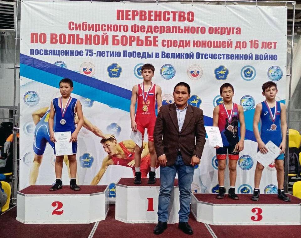 Спортсмены Приангарья завоевали семь медалей на первенстве СФО по вольной борьбе в Кызыле