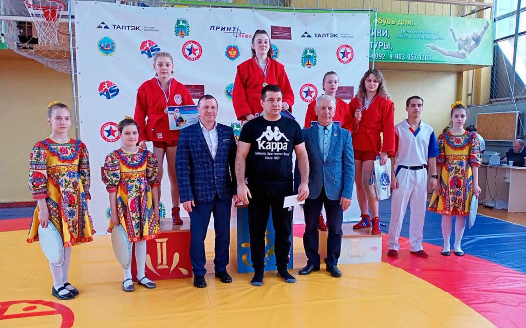 12 медалей выиграли самбисты Иркутской области на первенстве Сибири