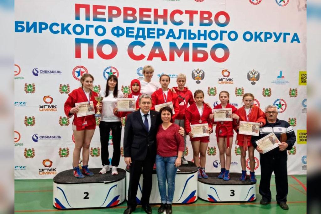 Самбисты Иркутской области завоевали восемь медалей на первенстве Сибири