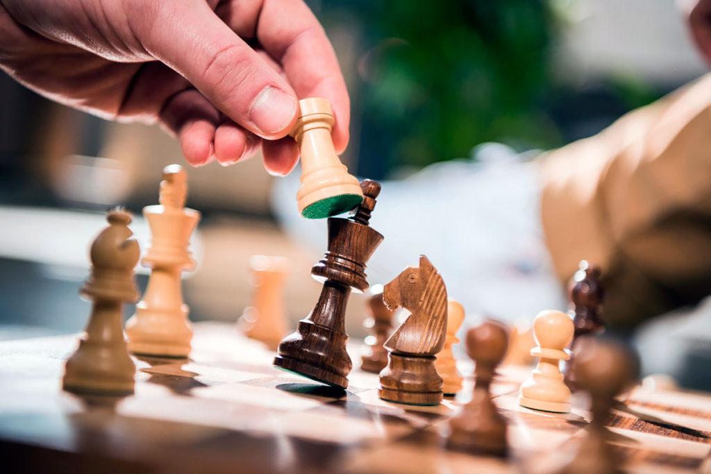 Первый гроссмейстер Бурятии Антон Шомоев проведет сеанс одновременной игры для юных шахматистов в Иркутске