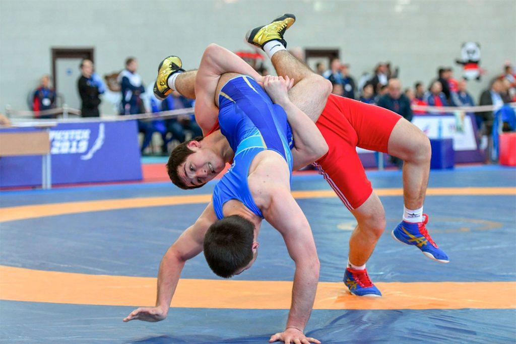 Пять медалей завоевали спортсмены из Приангарья на первенстве СФО по вольной борьбе
