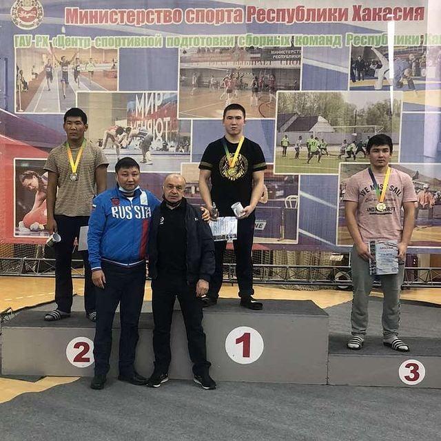 Три золотые медали завоевали спортсмены Приангарья на всероссийских соревнованиях по вольной борьбе памяти В.И. Чаркова