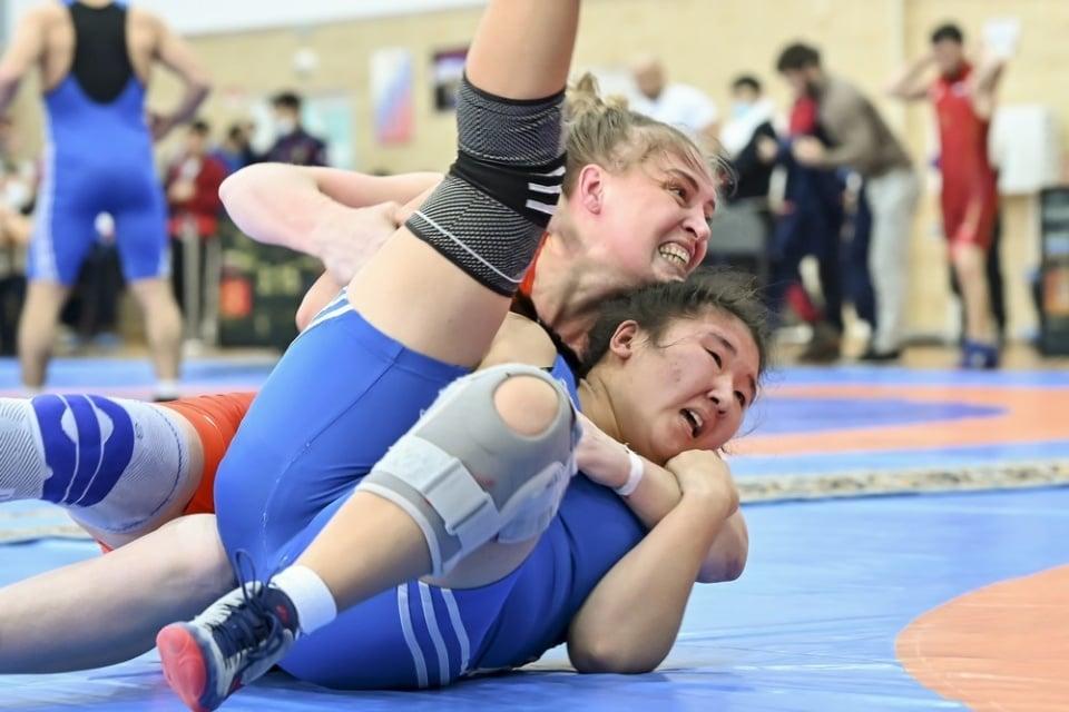 Спортсменки Приангарья выиграли пять медалей на всероссийском турнире по вольной борьбе в Красноярске