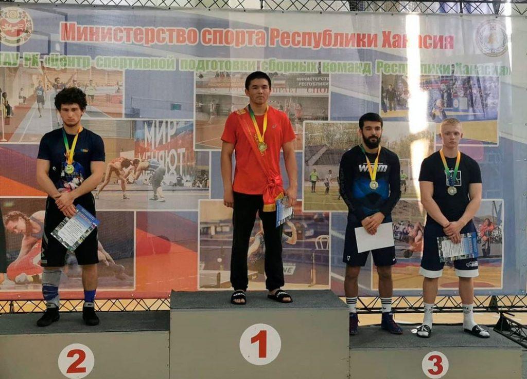 Шесть медалей завоевали борцы Приангарья на всероссийских соревнованиях памяти Сергея Карамчакова