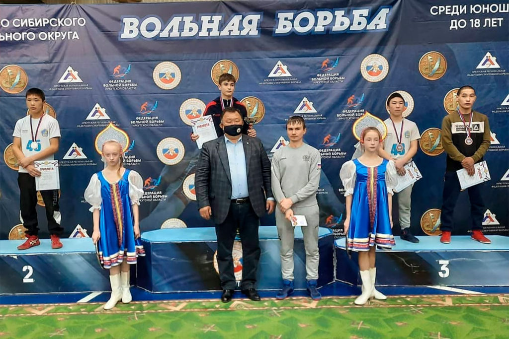 Восемь медалей завоевали спортсмены Иркутской области на первенстве СФО по вольной борьбе