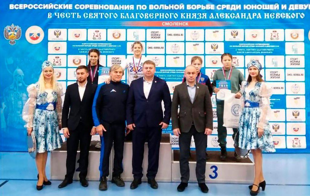 Анита Максимова заняла третье место на всероссийских соревнованиях по вольной борьбе в Смоленске